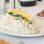 Cómo mejorar la ensaladilla rusa, según cuatro chefs que la clavan siempre