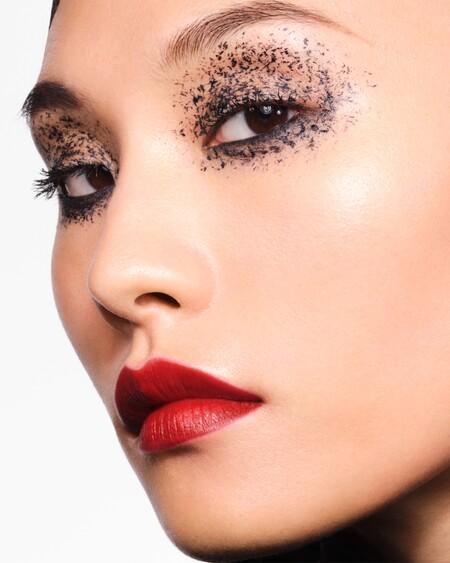 Seductores con un punto de misterio (además de muy sencillos): así son las propuestas de maquillaje de Givenchy para este Halloween 2020