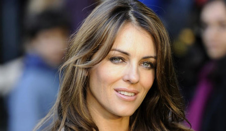Elizabeth Hurley será la Reina de Inglaterra en 'The Royals', la primera serie de E!
