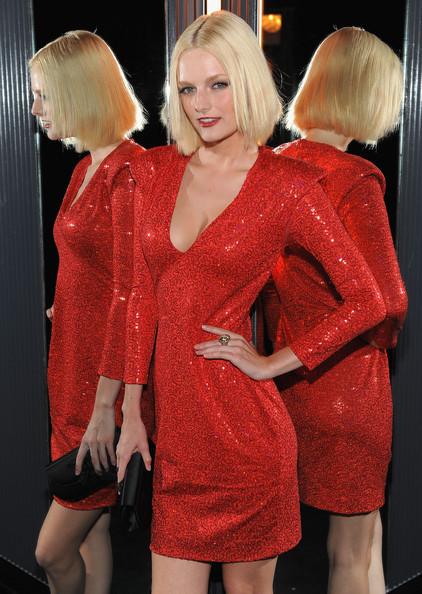 Glamour y looks de noche en la fiesta J'adore de Dior