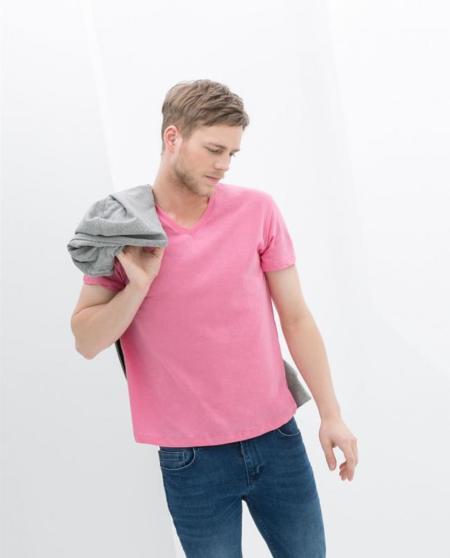 Bueno, bonito y barato: 5 camisetas para hombre a precios increíbles