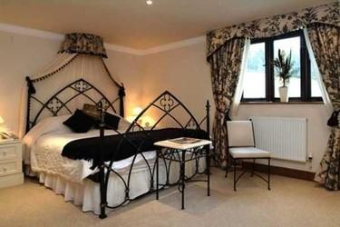 Cómo decorar un dormitorio de estilo gótico