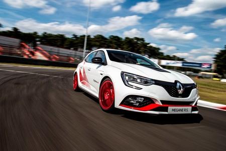 ¡Continúa la guerra! El Renault Mégane R.S. Trophy-R marca un nuevo récord en Nürburgring: 7:40.1
