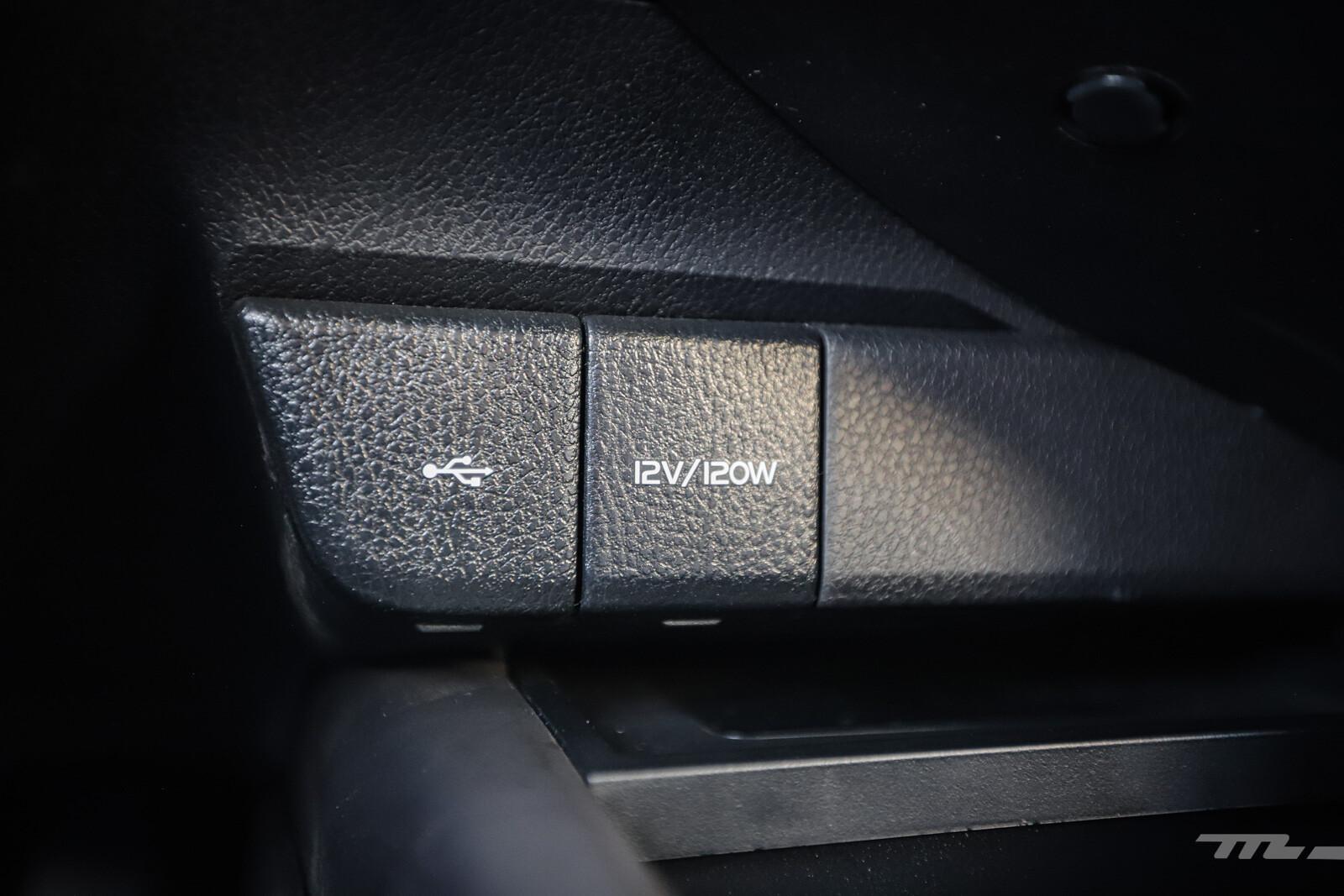 Foto de Toyota Camry Hybrid 2021 (33/38)