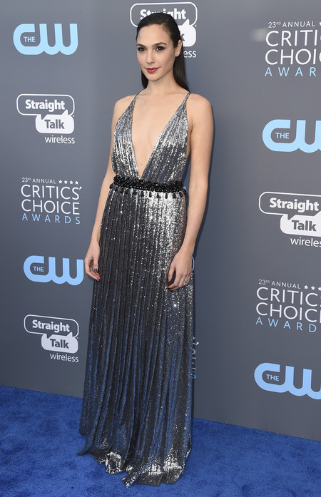 gal gadot critics choice awards alfombra roja