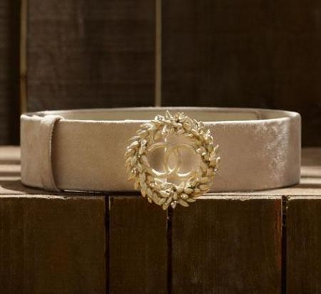Cinturón Chanel en piel terciopelo blanca: sublima tu cintura