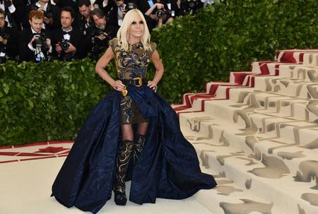 Gala MET 2018: Donatella Versace decepciona con su look