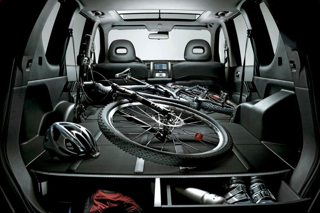 C mo llevar la bici en el coche de forma segura y legal for Maletero techo coche