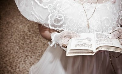 Servicio gratuíto de préstamo de trajes de comunión en Almendralejo gracias a la donación de un empresario