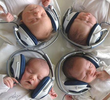 Para los bebés, palabras mejor que música