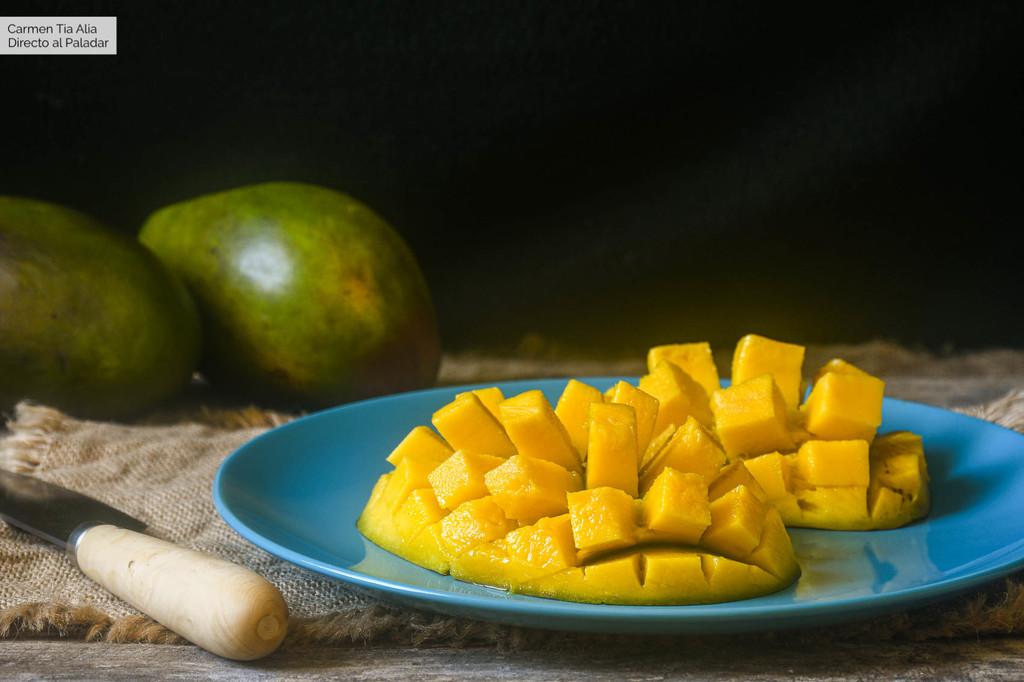Cómo pelar y cortar un mango (sin ensuciarse)