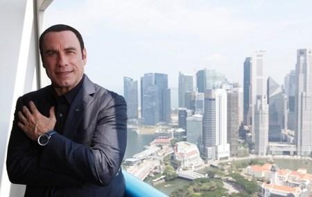 John Travolta presenta en Singapur el Breitling Navitimer Blue Sky Limited Edition