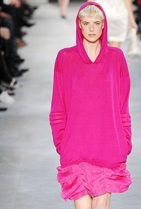 Se lleva: vestidos con capucha