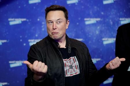 """Elon Musk acepta que los autos autónomos son un """"problema difícil"""" y queda claro por qué un Tesla totalmente autónomo no ha llegado a las calles"""