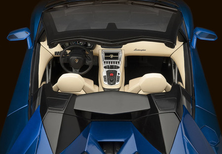 Lamborghini Aventador Roadster a escala 1:8, un 'juguete' casi tan exclusivo como el original