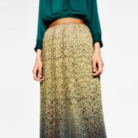 Falda plisada y de encaje