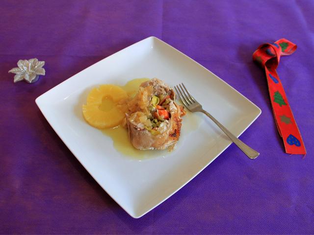 Receta para la comida de Navidad. Pollo relleno de verduras y queso gouda sin lactosa
