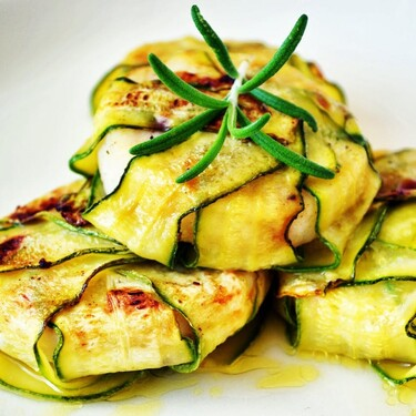 Cazuelitas de calabacitas con jamón y queso. Receta mexicana fácil y rápida para una comida saludable