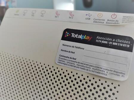 """TotalPlay está abriendo redes públicas en módems utilizados por sus usuarios para probar un nuevo """"beneficio"""" en México: esto sabemos"""