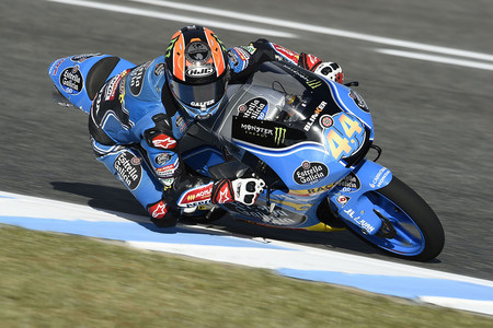 Arón Canet gana el GP de España de Moto3 con una última frenada de infarto