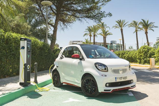 Ayudas a la compra de coches eléctricos ininterrumpidas hasta 2020 en función de la renta: lo propone Unidos Podemos