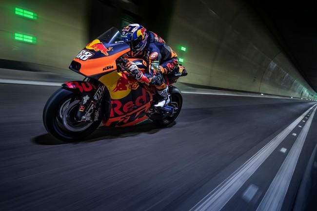 Pasen, vean y oigan a Miguel Oliveira y su KTM RC16 de MotoGP rodando en un túnel de 8 kilómetros