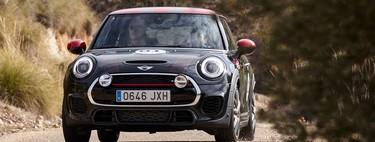 """Descubrimos el """"go-kart feeling"""" de la gama MINI John Cooper Works en su entorno ideal: un tramo de rally"""