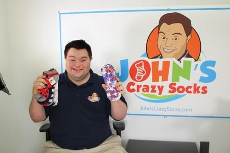 Los locos calcetines de John, que tiene síndrome de Down, un negocio millonario y muy solidario que rompe estereotipos