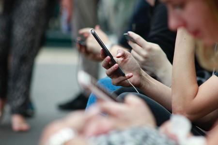 """Lo de """"eres más lento que escribir el Quijote con el teléfono móvil"""" ya es (casi) cosa del pasado: cada vez somos más rápidos"""