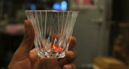 El MIT desarrolla unos cubitos de hielo que avisan cuando hemos bebido demasiado