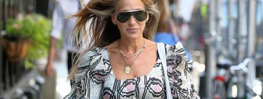 Sarah Jessica Parker Vs. Hailey Bieber: dos maneras totalmente opuestas de llevar un vestido estampado