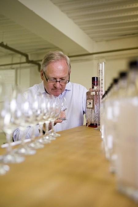 Conocemos a Desmond Payne, el maestro destilador que elevó a Beefeater a la excelencia