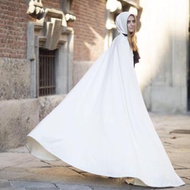¡Tenemos el disfraz más chic! Chiara Ferragni se convierte en Caperucita Blanca en la Semana de la Moda de Milán