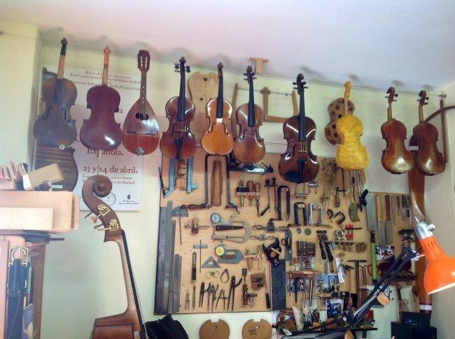 Espacios para trabajar un taller de luthier en madrid for Luthier madrid