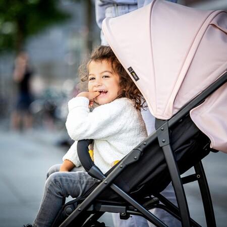 La silla de paseo Hauck Rapid 4R Plus, con ruedas antipinchazos y capota UV50+ está rebajada en Amazon a 118,12 euros