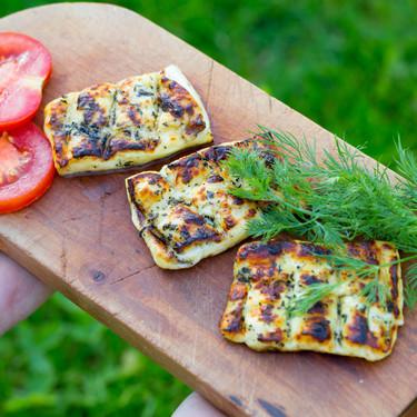 Nueve quesos para cocinar sobre brasas y subir el nivel de tus barbacoas (o en el grill de casa)