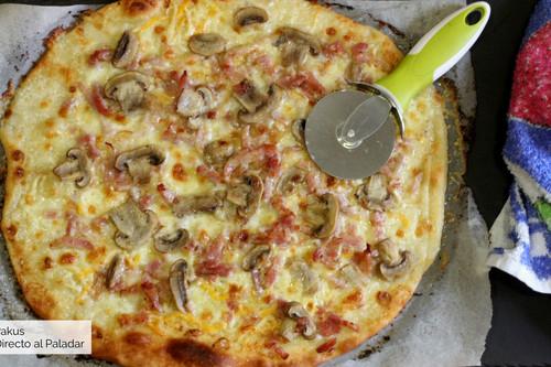 Pizza carbonara: la receta más sencilla para hacer en el horno de tu casa