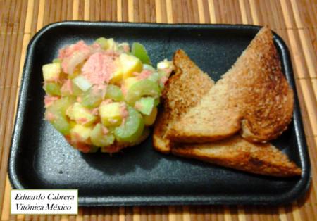 Receta saludable: Ensalada de apio, manzana y atún