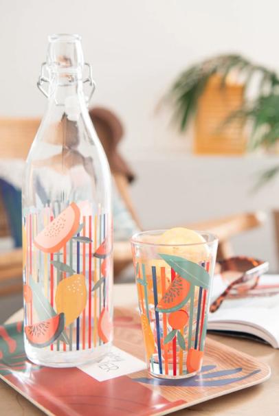 Vaso Con Motivos De Rayas Y Frutas Multicolores