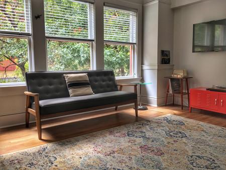 A Airbnb se le abre otro frente de batalla: los anfitriones que usan webcams para espiar a sus huéspedes