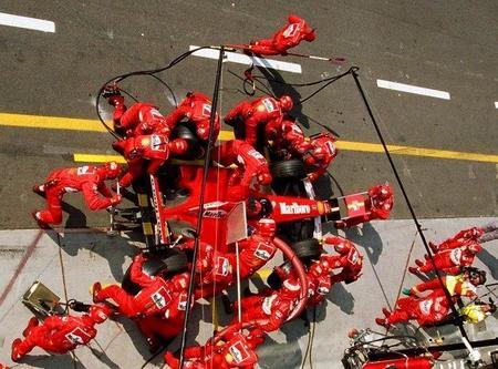 Ferrari pierde en boxes lo que gana en la pista