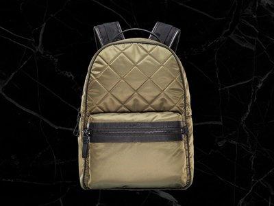 La mochila para llevar a la espalda todo el glamour de la firma Moncler