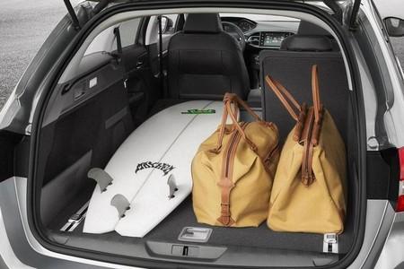 Peugeot 308 SW 2014 - interior