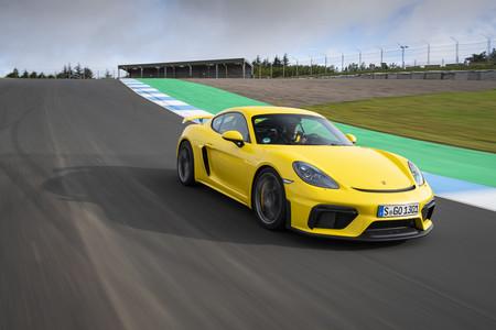 Porsche 718 Cayman GT4 delantera circuito