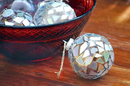 Recicladecoración: CDs convertidos en bolas de Navidad