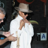 Cuando Beyoncé se olvida de las transparencias, puede ser la mujer de blanco más elegante
