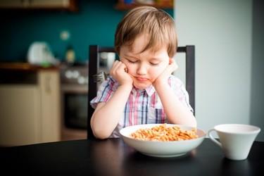 Su hijo no se quiere comer la cena porque es demasiado bonita