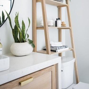 Soluciones para cuartos de baño muy pequeños; diez estanterías para colocar sobre los inodoros para tenerlo todo ordenado