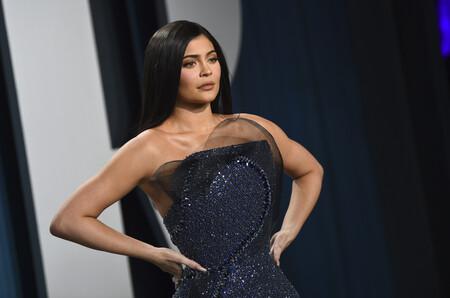 Kylie Jenner podría haber falseado documentos para parecer más rica de lo que es y Forbes la saca de su lista de billonarias