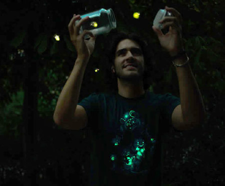 Camisetas que brillan en la oscuridad